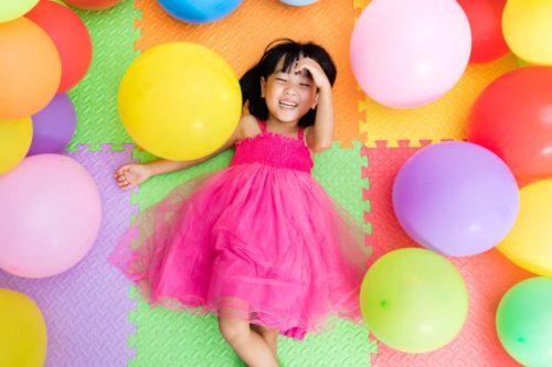 Девочка с воздушными шарами
