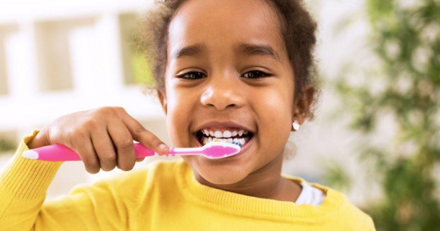 Малыш и зубная щетка