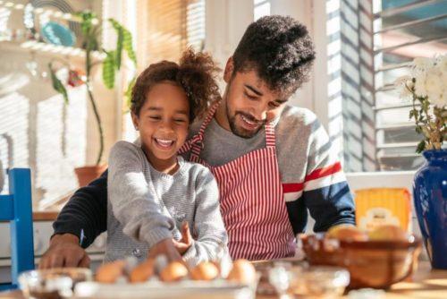 Готовка на кухне с ребенком / Фото взято из открытых источников