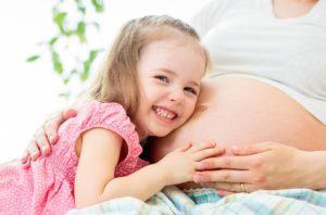 Беременная мама и ребенок