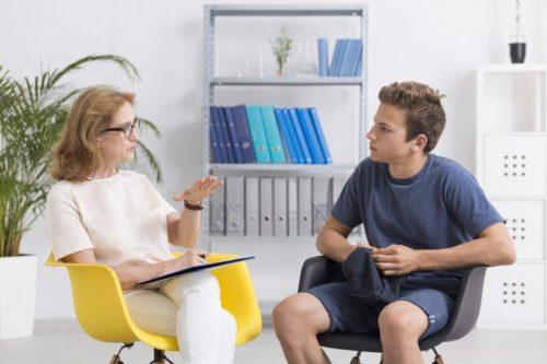 Психолог и подросток