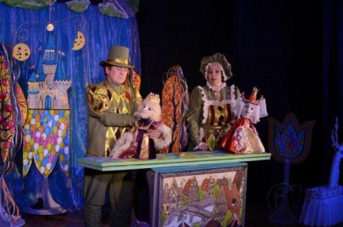 Спектакль на сцене Брянского театра кукол