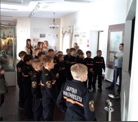 Молодые кадеты в Музее