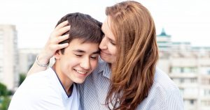 Мама и сын-подросток