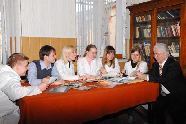 Давыд Моисеевич со студентами